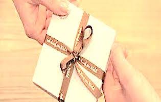 Geschenk mit ich-kauf-im-wald-Geschenksband