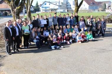 """SchülerInnen, Pädagoginnen und die VertreterInnen der Gemeinden bei der Präsentation der ersten Ideen für das Kulturprojekt """"Bregenzerach"""""""